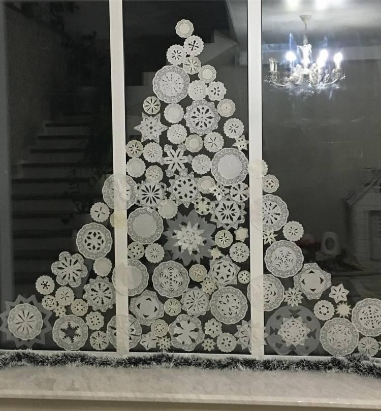 Как украсить окна к Новому Году? Композиции на окнах из снежинок и мультипликационных героев 2