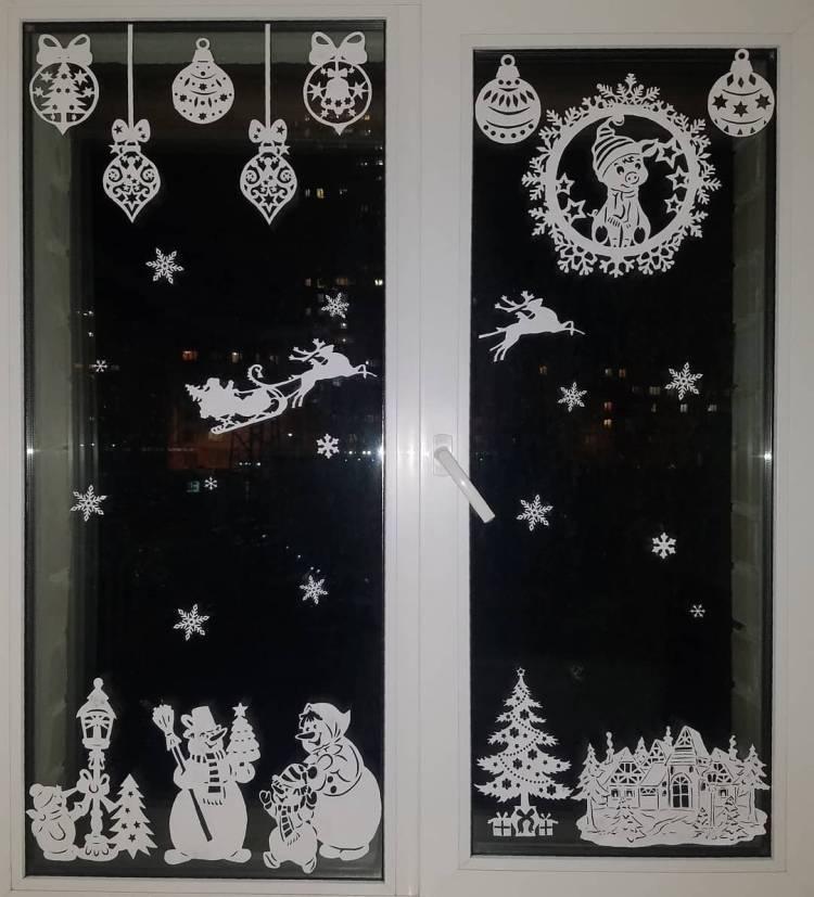 Как украсить окна к Новому Году? Композиции на окнах из снежинок и мультипликационных героев 4