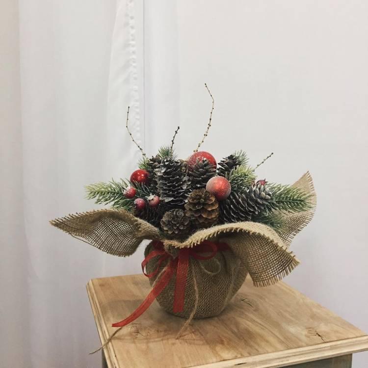 Новогодний декор своими руками. Венок из пробок, композиция со свечами, ваза с букетом их шишек - выбирать вам 3