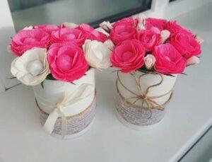 Квіти з гофропаперу.  Милі квіткові композиції, прикраса інтер'єру до свята своїми руками